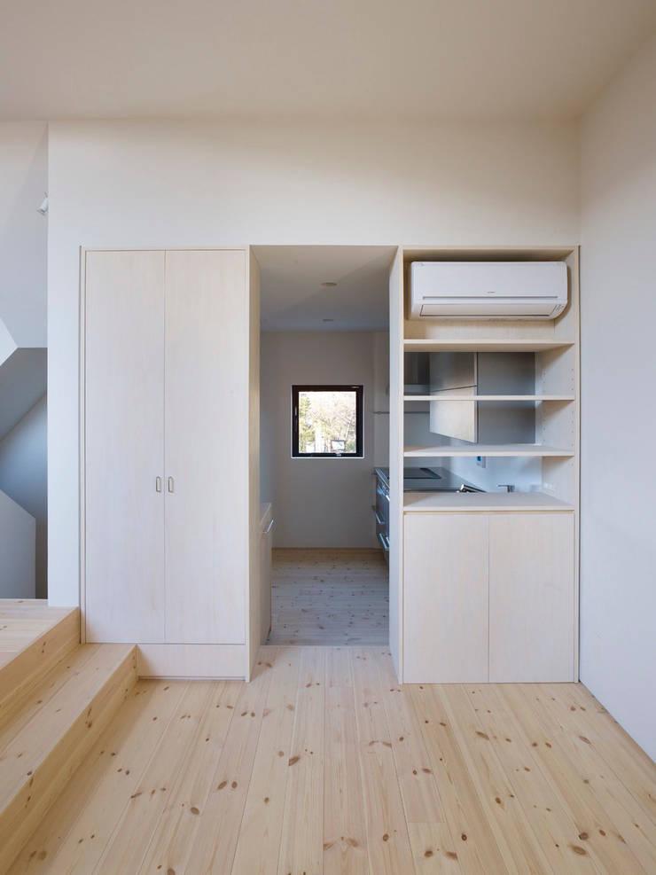 青戸の住宅: ハイランドデザイン一級建築士事務所が手掛けたダイニングです。