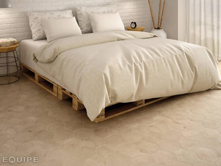 Hexawood Natural 17,5x20: Paredes y suelos de estilo  de Equipe Ceramicas