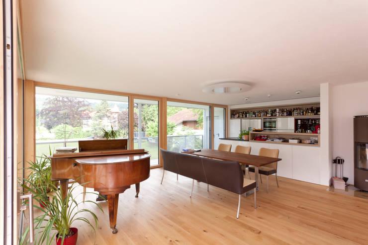 Wohn- Essbereich: moderne Esszimmer von Catharina Fineder Architektur