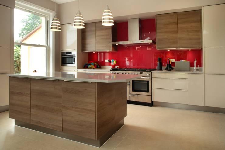 modern Kitchen by in-toto Kitchens Design Studio Marlow