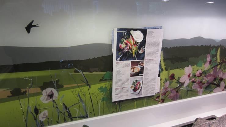 Magnetic bespoke art splash back:  Kitchen by Glartique Ltd