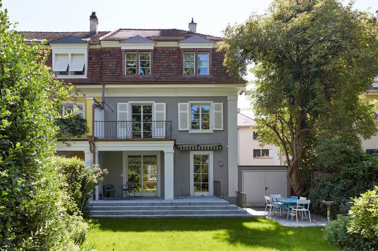 Gartenansicht: klassische Häuser von Handschin Schweighauser Architekten ETH SIA