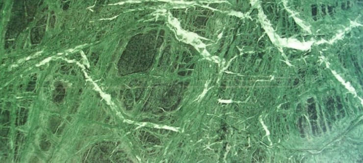 Verde Rajasthan Marble:  Kitchen by MKW Surfaces