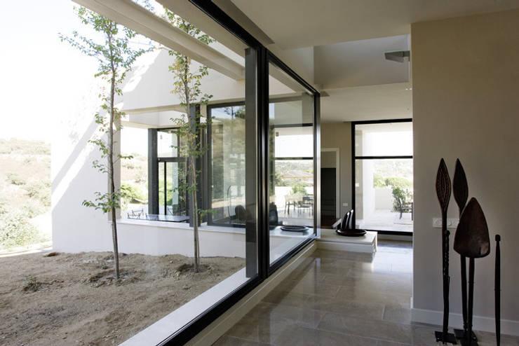 MOLINO DE LA HOZ: Hogar de estilo  de Otto Medem Arquitectura S.L