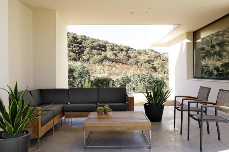 MOLINO DE LA HOZ: Terrazas de estilo  de Otto Medem Arquitectura S.L