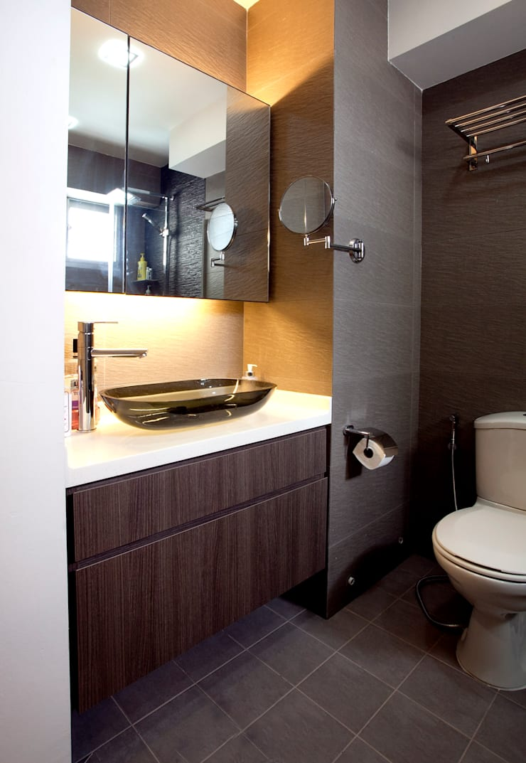 BTO Bukit Panjang:  Bathroom by VOILÀ Pte Ltd