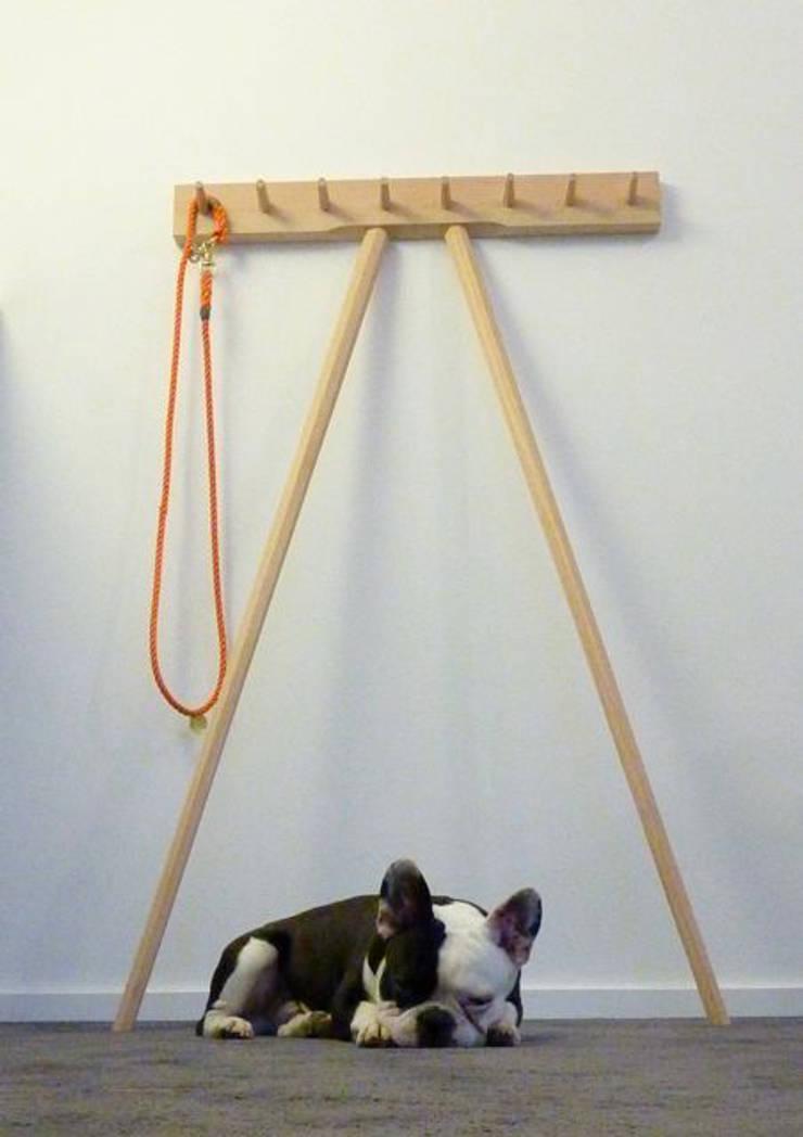 Dogge & Douglasie:   von mherweg design,Minimalistisch