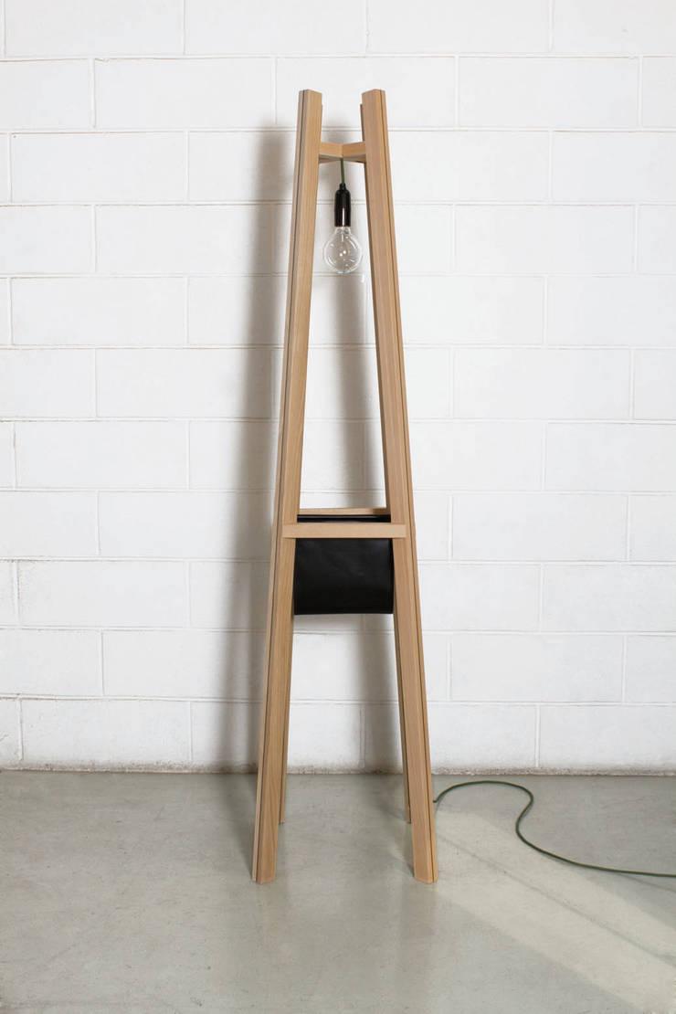 Lampadaire Moodlines: Salon de style de style Moderne par Gwénaëlle Follézou  - Ebéniste Designer