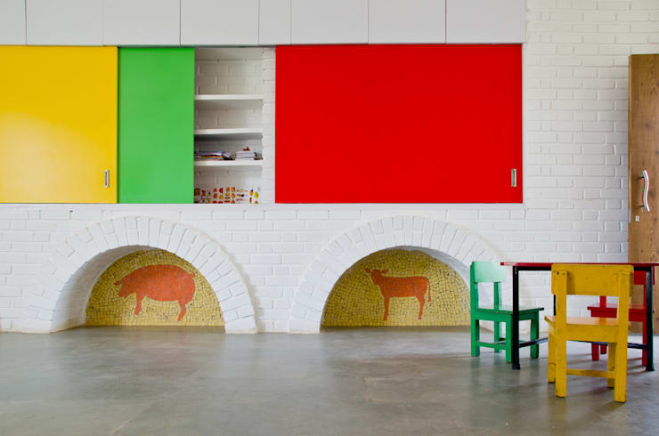 The partition wall:  Nursery/kid's room by M+P Architects Collaborative