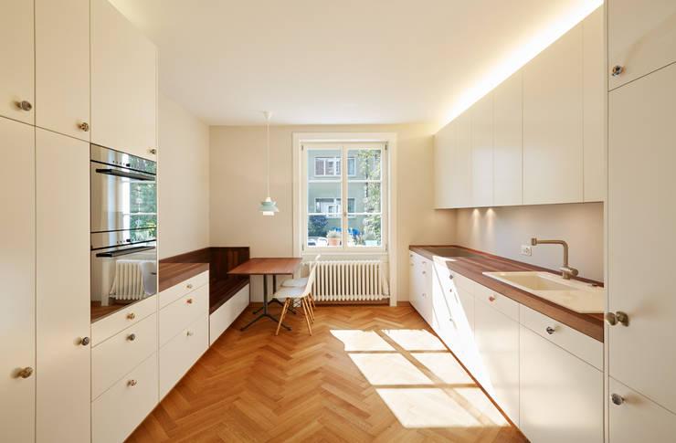 Projekty,  Kuchnia zaprojektowane przez Handschin Schweighauser Architekten ETH SIA