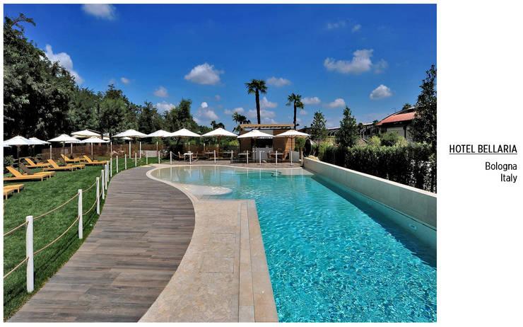 Plaza Yapı Malzemeleri – Havuz Kenarı:  tarz Oteller