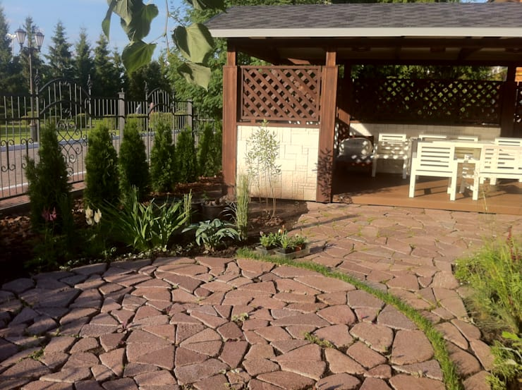 Classic style garden by TOPOS Classic