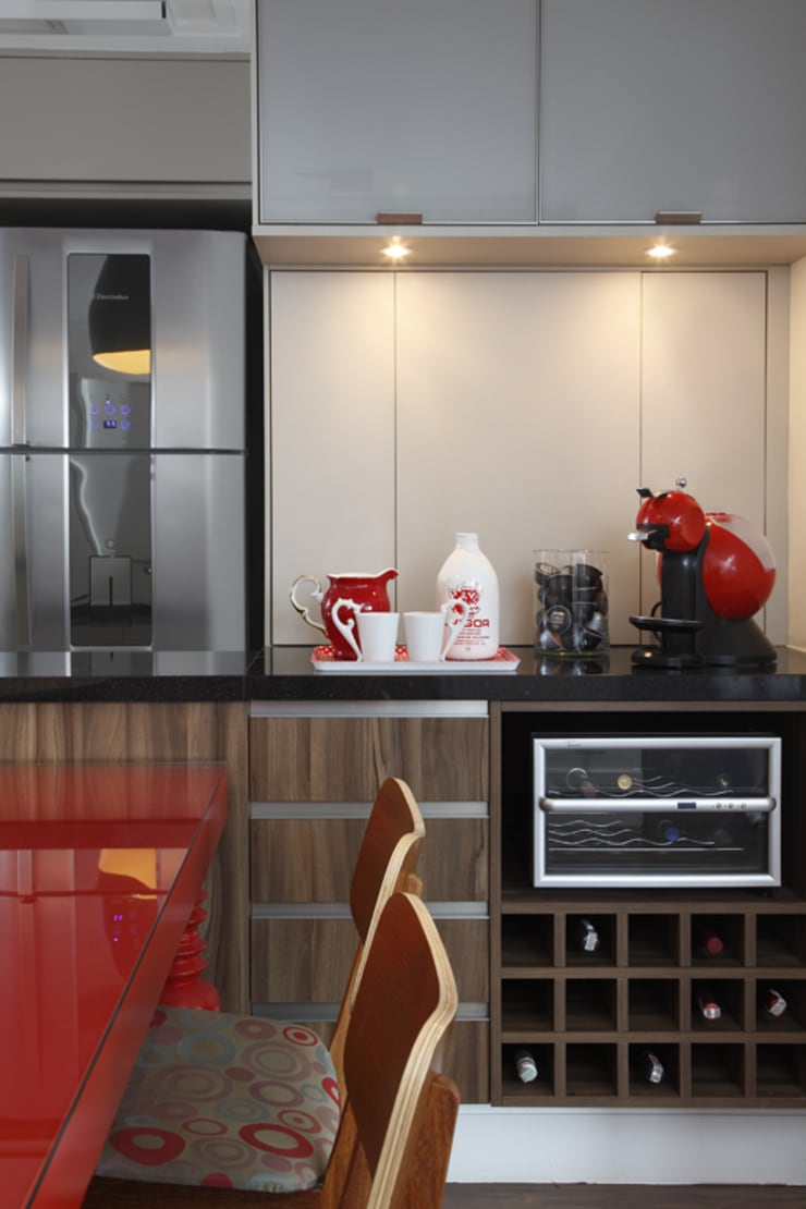 Nova chance ao apê: Cozinha  por Lore Arquitetura