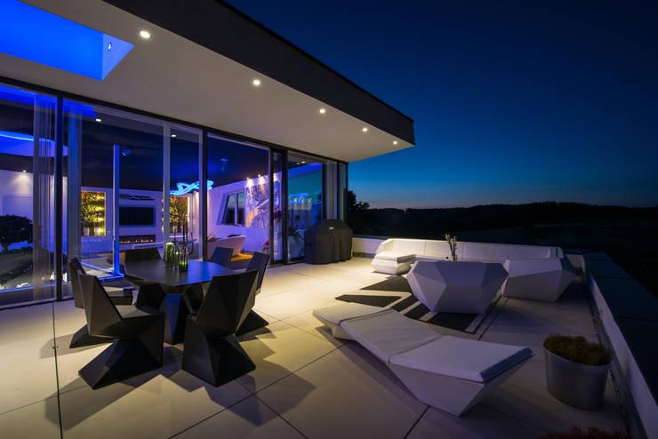Spektakuläre Terrasse:  Terrasse von FLOW.Architektur