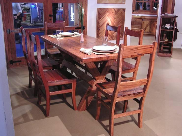 Mesa y sillas de madera: Comedores de estilo rural por FORESTAL QUEBRACHO