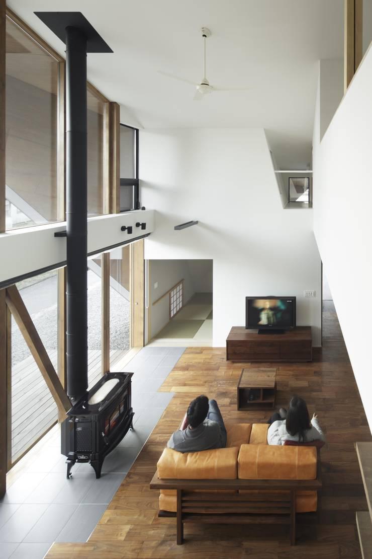 ORIGAMI: TSC Architectsが手掛けたリビングです。
