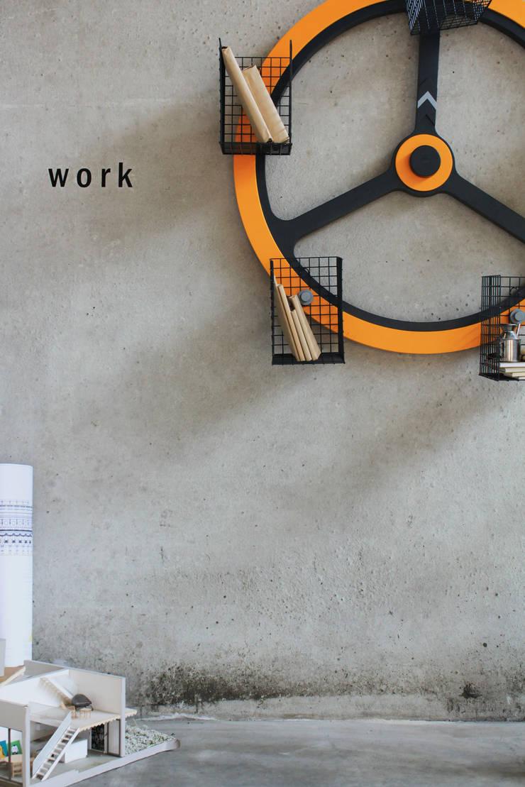 Giralibri:  in stile industriale di Archventil - Architecture and Design Studio, Industrial