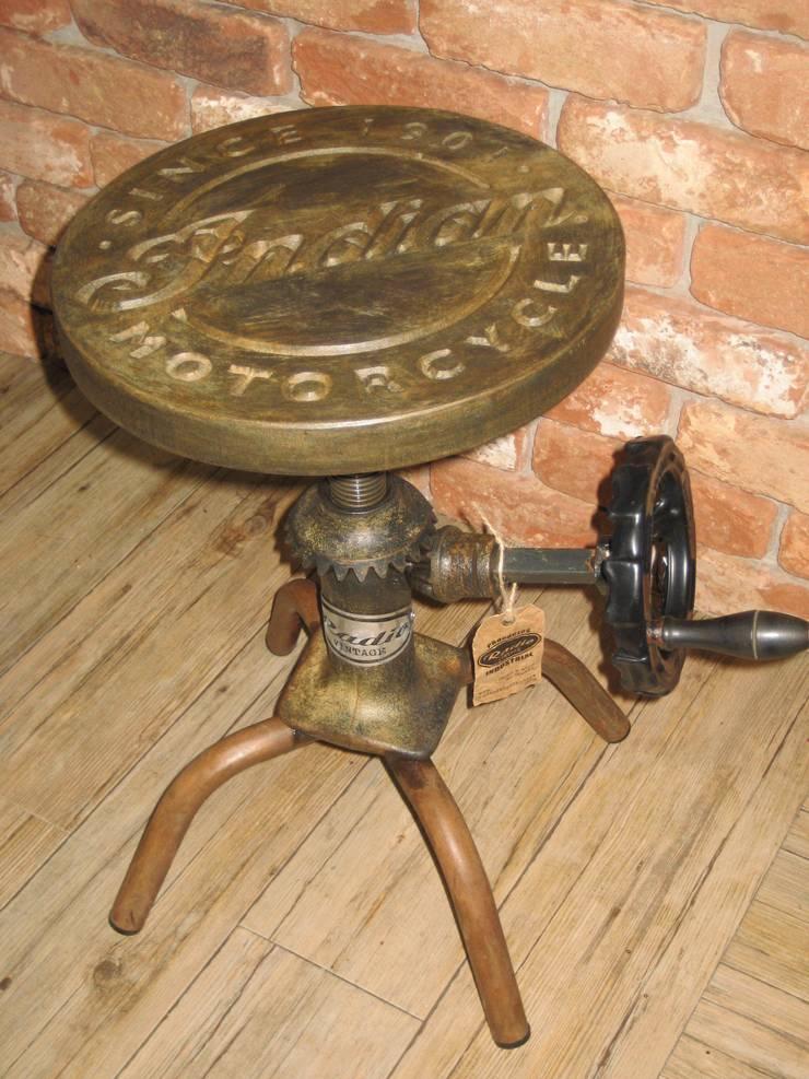 TABURETE BOOM: Salones de estilo  de muebles radio vintage