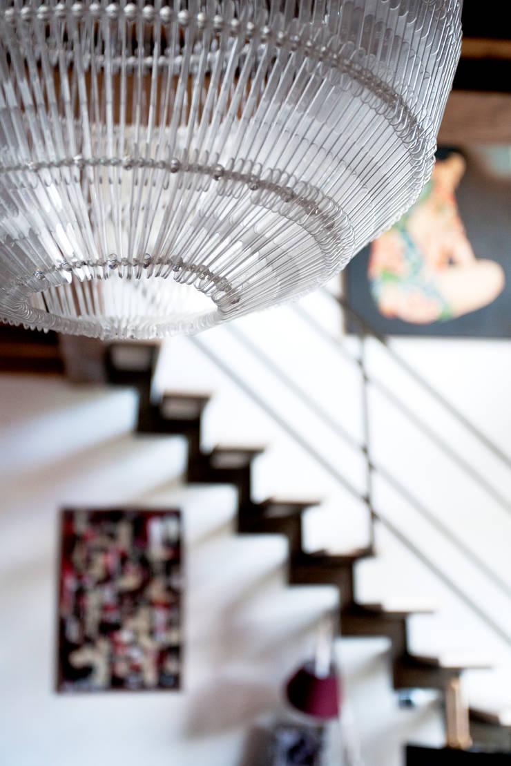 Pasillos, vestíbulos y escaleras de estilo ecléctico de INTERNO B Ecléctico