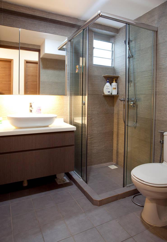 Bathroom by VOILÀ Pte Ltd, Modern