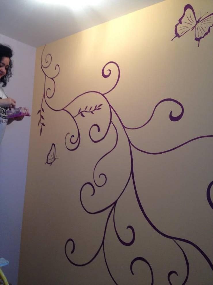 Décor arabesque, Chambre Buterfly: Chambre d'enfant de style de style Moderne par Adriana Art Déco