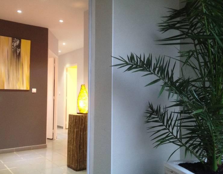 Entrée: Couloir et hall d'entrée de style  par Adriana Art Déco