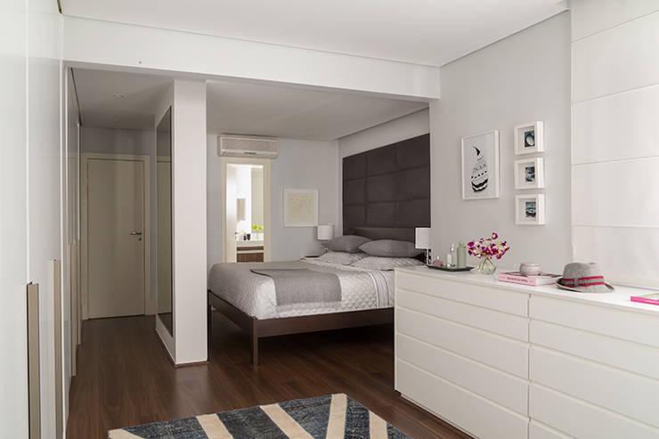 Projekty,  Garderoba zaprojektowane przez Lore Arquitetura
