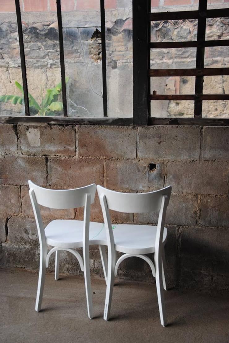 Découpe de chaises: Maison de style  par mademoiselle fabrique