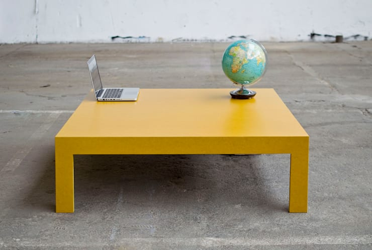 METERMADE Couchtisch aus durchgefärbtem MDF: minimalistische Wohnzimmer von Metermade