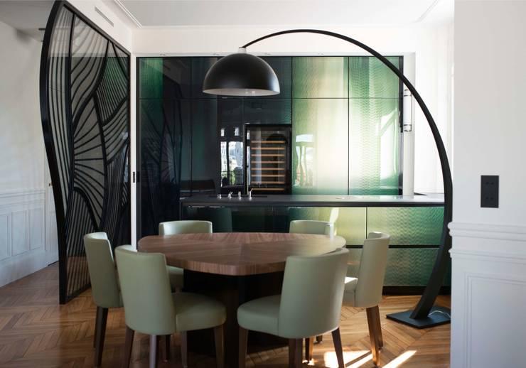 Cuisine de prestige sur mesure: Cuisine de style  par Philippe Conzade