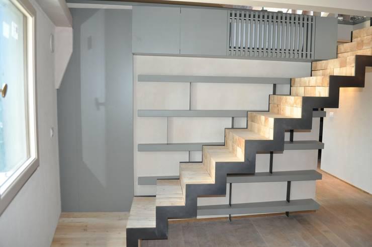 scala e mobili scala: Ingresso, Corridoio & Scale in stile in stile Moderno di Rizzo 1830