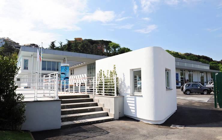 Aquaniene, centro natatorio per i Mondiali di Nuoto 2009, Roma: Piscina in stile  di Luca Braguglia Studio