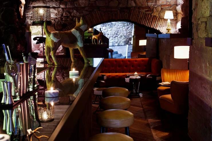 Restaurante PALOSANTO - Kaki:  de estilo  de BONBA studio