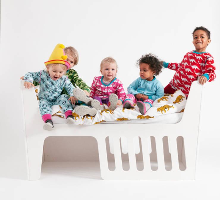 Rocky Kinderbett: moderne Kinderzimmer von jäll & tofta