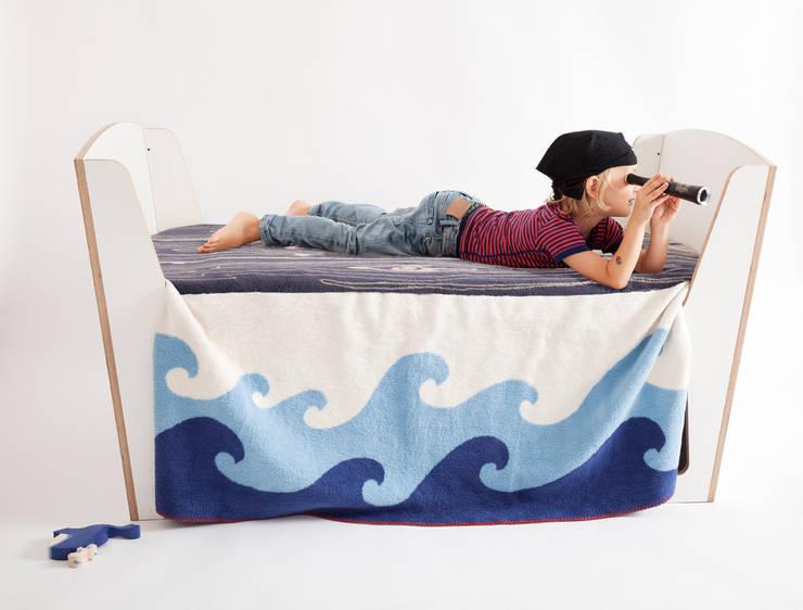 aye-aye Decke: moderne Kinderzimmer von jäll & tofta