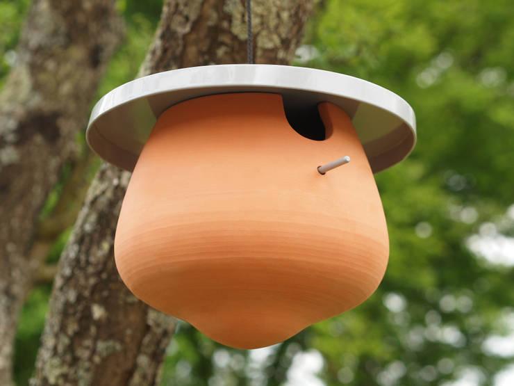 Bird's bowl: Jardin de style  par LA PIOTE DESIGNERIE
