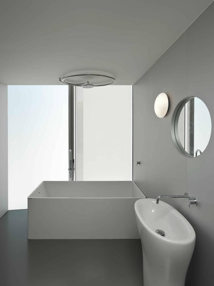Casa Ricardo Pinto: Casas de banho  por CORREIA/RAGAZZI ARQUITECTOS