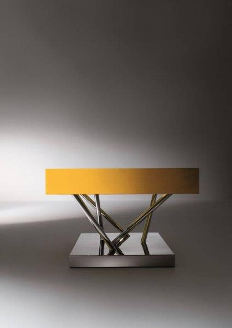 LAURAMERONI - Tavolino con cassetto SA 04:  in stile  di Laura Meroni