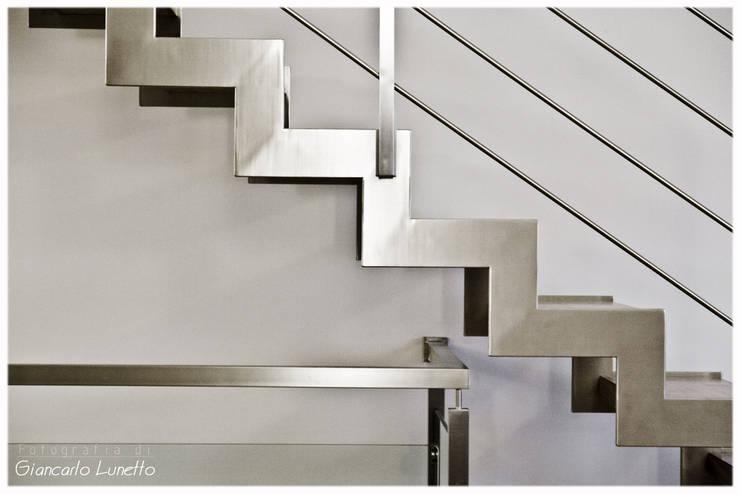 Corridor, hallway & stairs  by Ignazio Buscio Architetto