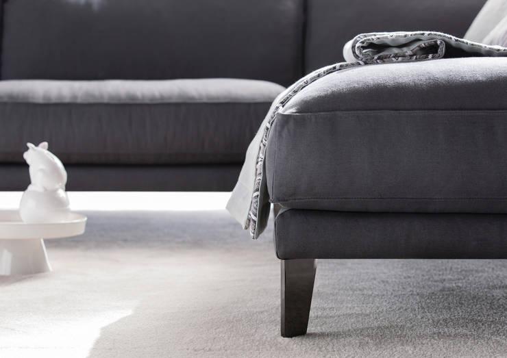 modern Living room by BertO