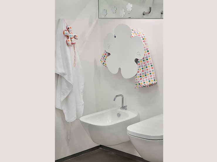 Daisy - electric towel warmer:  in stile  di MG12 , Eclettico Alluminio / Zinco