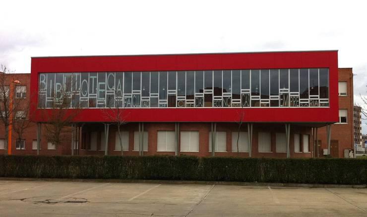 Ampliación de biblioteca Campus universitario León: Escuelas de estilo  de URBAQ arquitectos