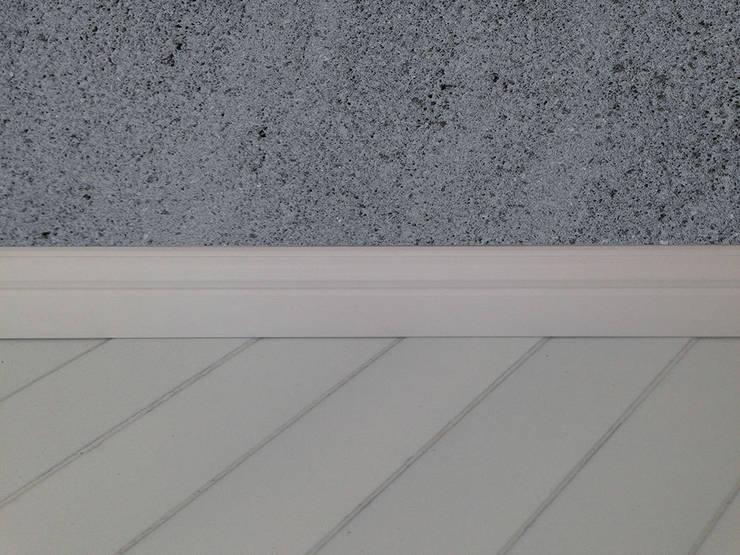 Rivestimenti a parete e pavimento: Pareti & Pavimenti in stile  di Ranieri Pietra Lavica