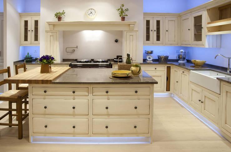 Built-in kitchens by Grange México,