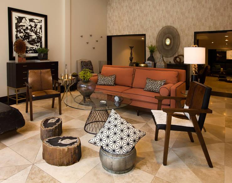 Showroom: Salas de estilo ecléctico por LUXOREMA