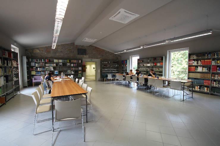 sala polivalente:  in stile  di daniele galliani,