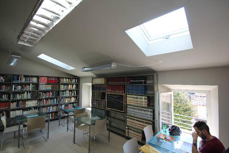 sala lettura:  in stile  di daniele galliani,
