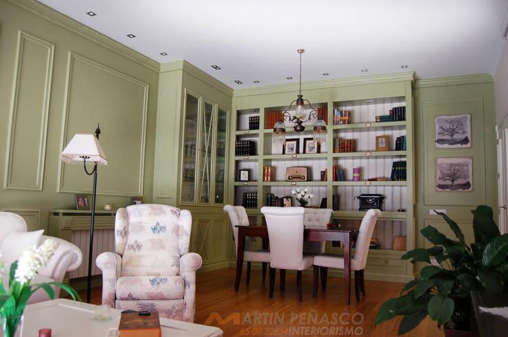 Diseño de Librería y boiserie envejecido:  de estilo  de MARTINPEÑASCO interiorismo