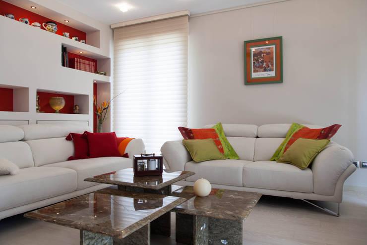 Thiboud: Maisons de style  par VIA DE TAPIA SARL