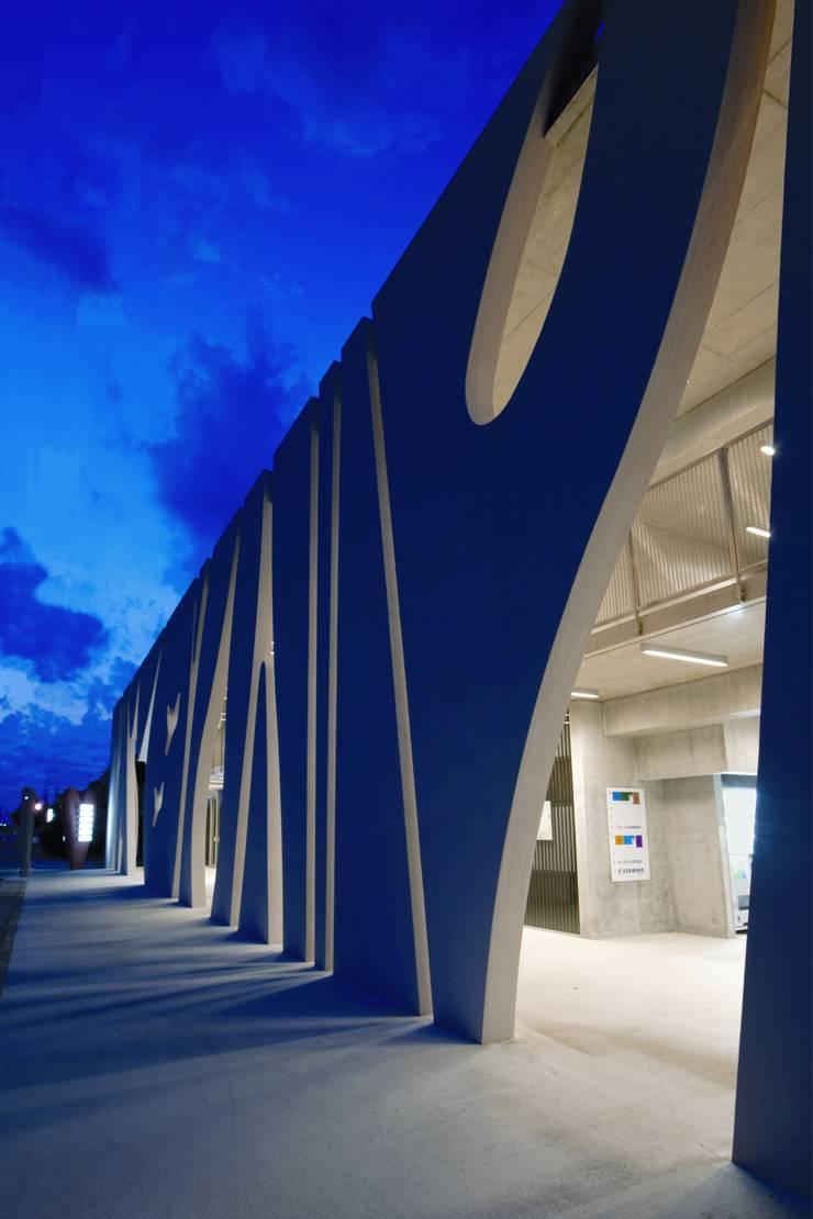 Stripes: EASTERN design office イースタン建築設計事務所が手掛けた商業空間です。,モダン